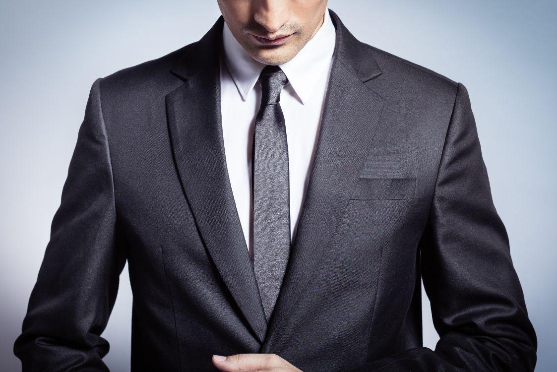 Картинка человека в деловом костюме кухню