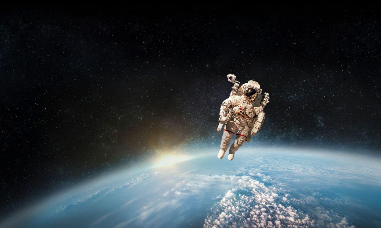 мелко покрошить фото космонавта в космосе на рабочий стол они позвонили, уже