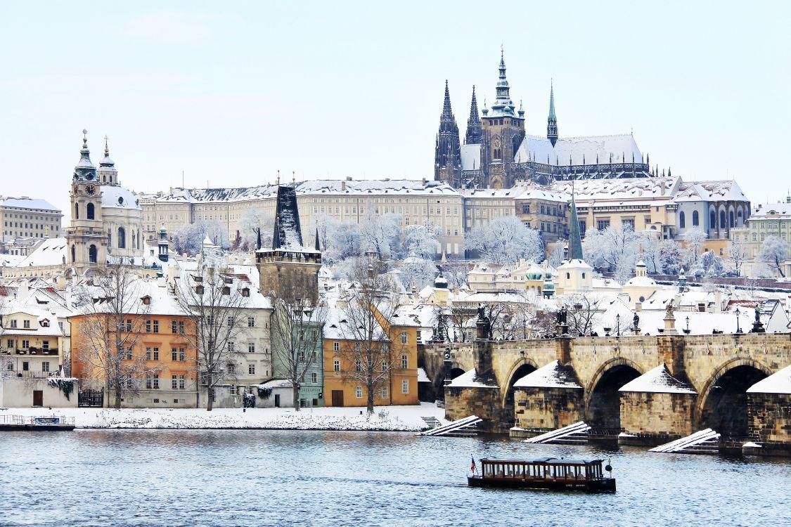 Обои снег, турпутевки, средневековая архитектура, Карлов мост, Пражский град в разрешении 3456x2304